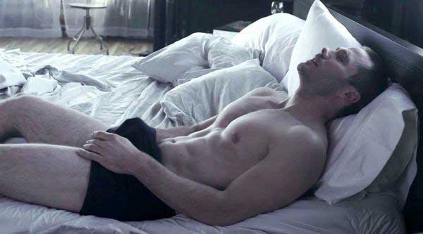 luke-macfarlane-erection