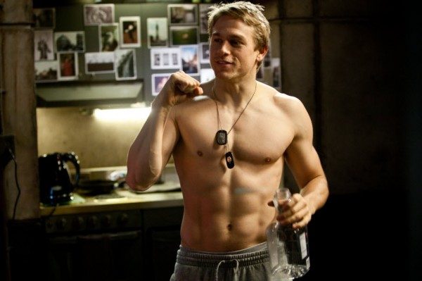 charlie-hunnam-shirtless-pacific-rim2