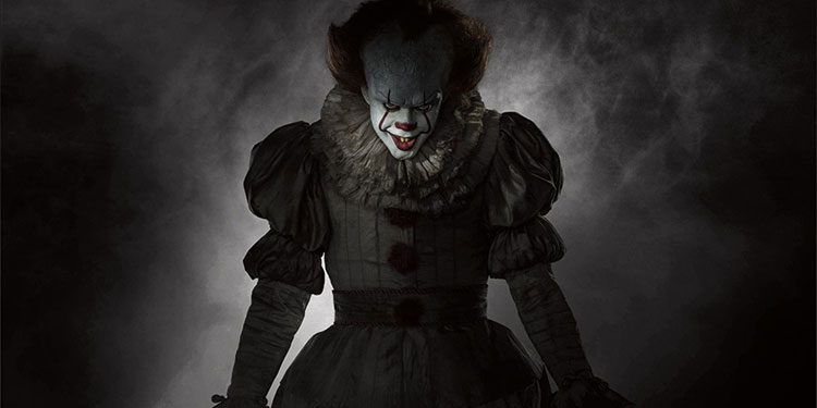 get a full body look at bill skarsgard s pennywise in the new